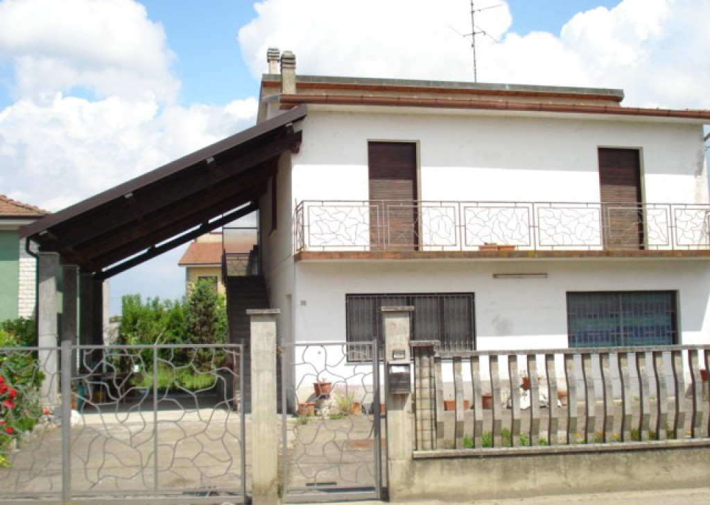 Sale Cottages and farmhouses Suardi - House in Suardi with courtyard and garden Locality