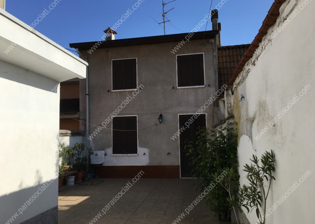 Sale Cottages and farmhouses Isola Sant'Antonio - vic. casei gerola Locality